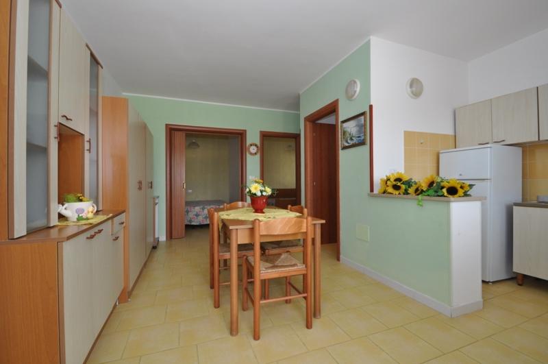 Nellu0027appartamento è Presente Anche Unu0027altra Camera Matrimoniale, Però è Senza  Finestre.